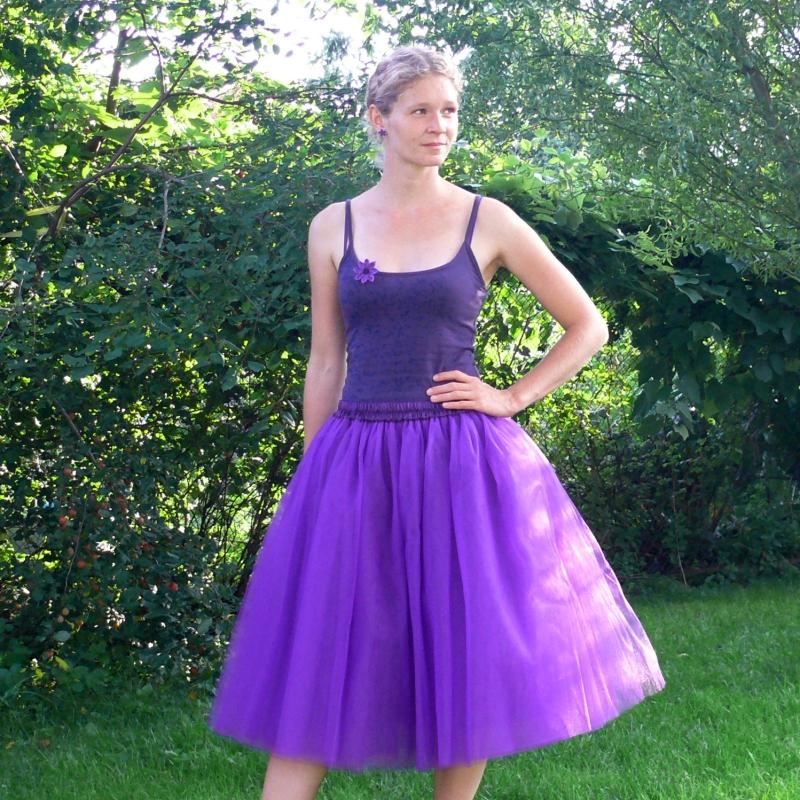 cd079f23537 Fialová tylová sukně