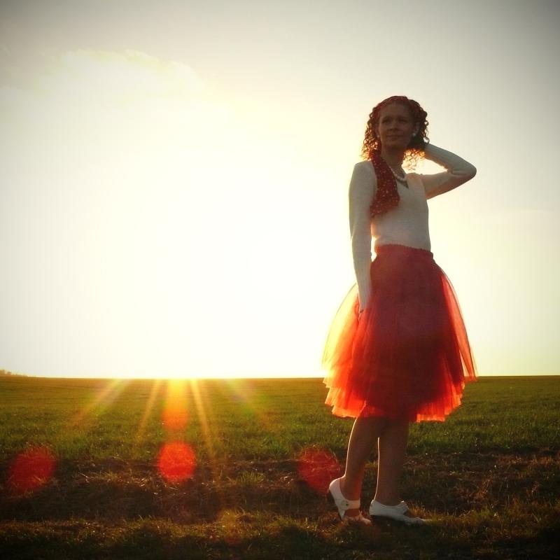 4206cf73793 Červená tylová sukně