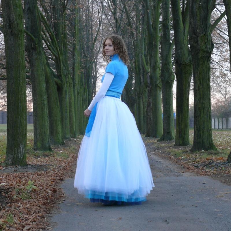 Bílo-modrá dlouhá tylová sukně  5c588b8f21