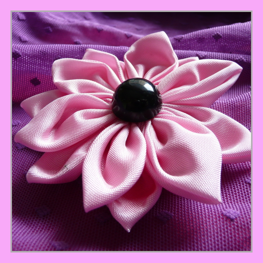 f8053544647 Růžová kytka (brož)