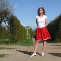 9780a6bb583 Červená sukně s bílými proužky empty