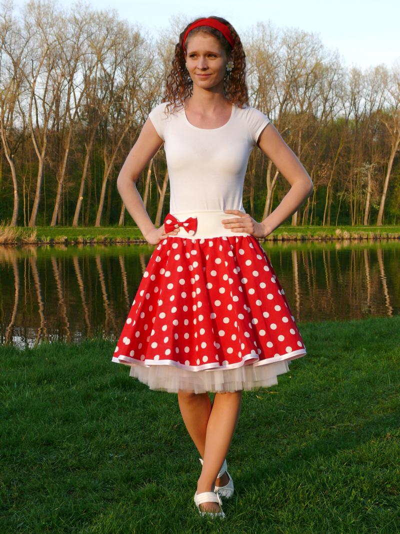Červená sukně s většími puntíky  72e6eb21e1