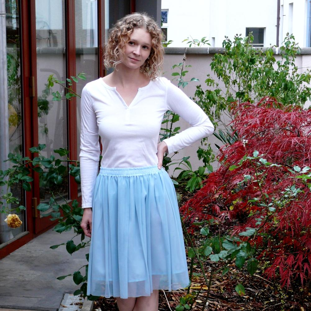 a7907316b10 Modrozelená splývavá tylová sukně